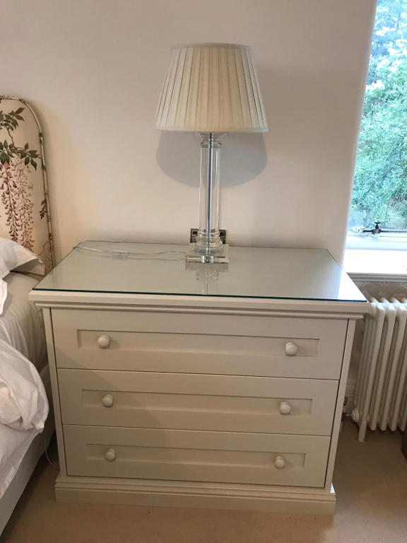 Freestanding bedside unit with glass top